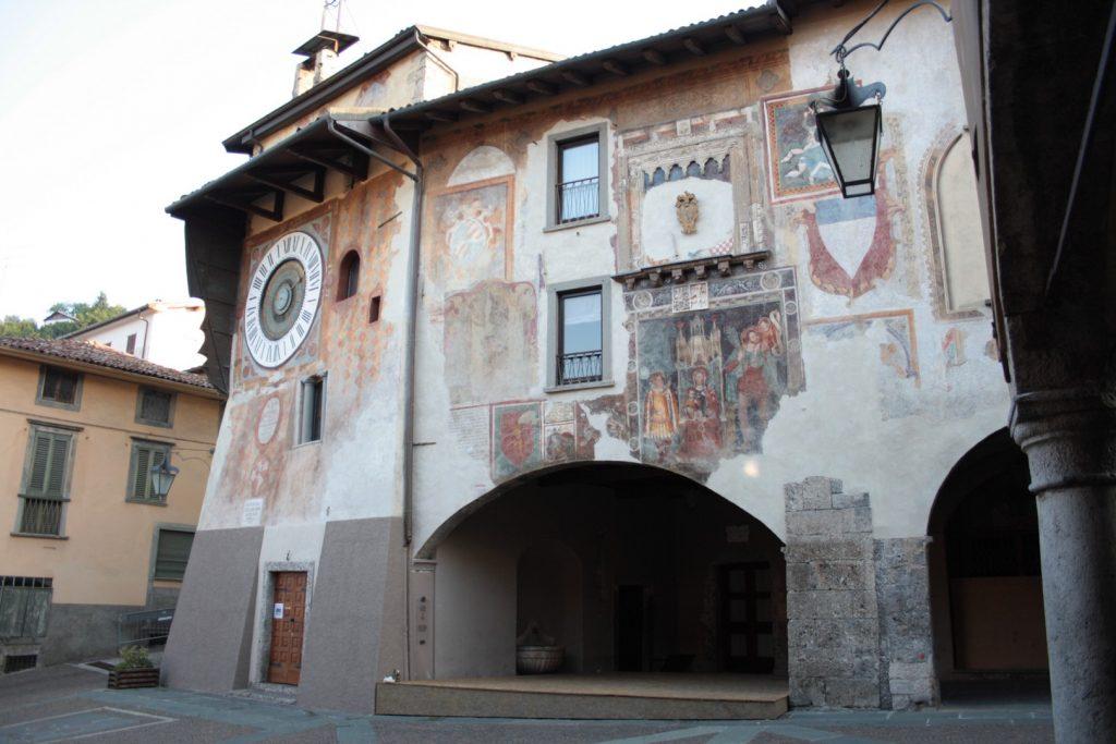 Evelin Sozzi Gestioni Immobiliari - Clusone Piazza Orologio
