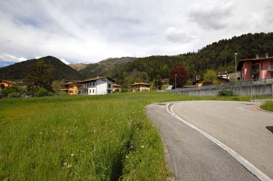 Evelin Sozzi Gestioni Immobiliari – Vendesi terreno edificabile a Rovetta