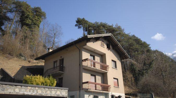 Evelin Sozzi Gestioni Immobiliari - Vendesi villetta da ristrutturare a Clusone