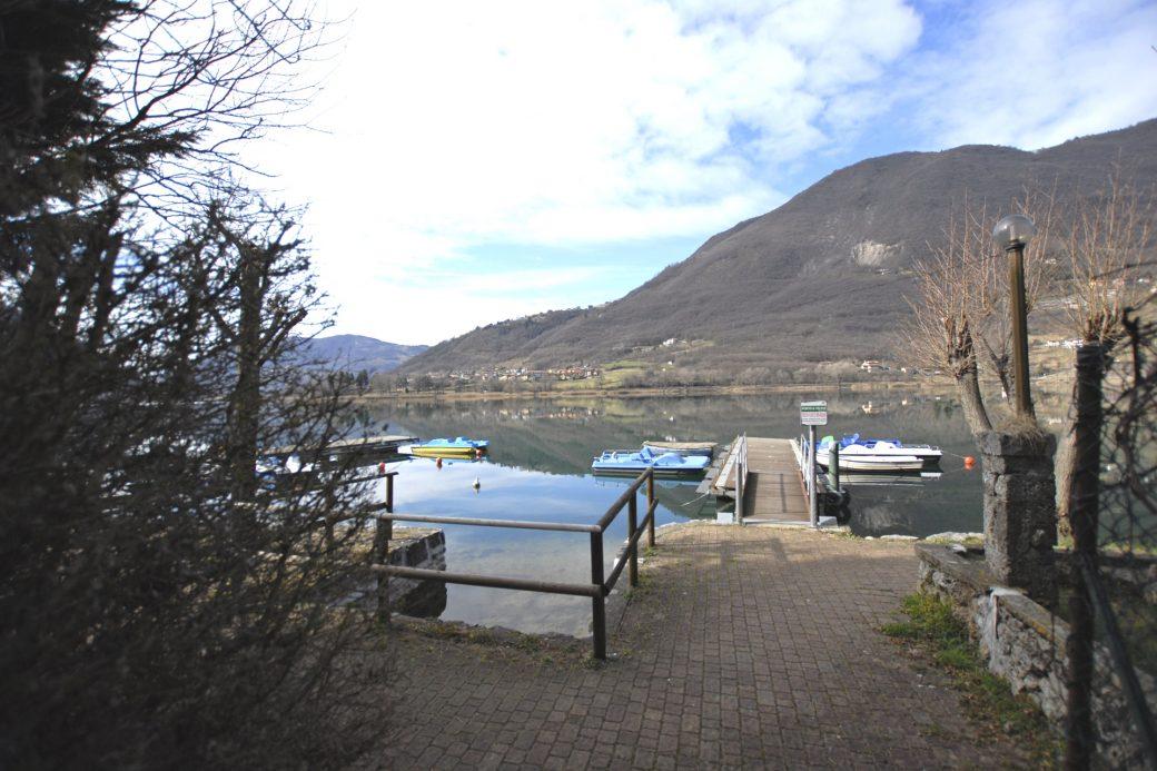 Evelin Sozzi Gestioni Immobiliari – Vendesi trilocale sul Lago di Endine