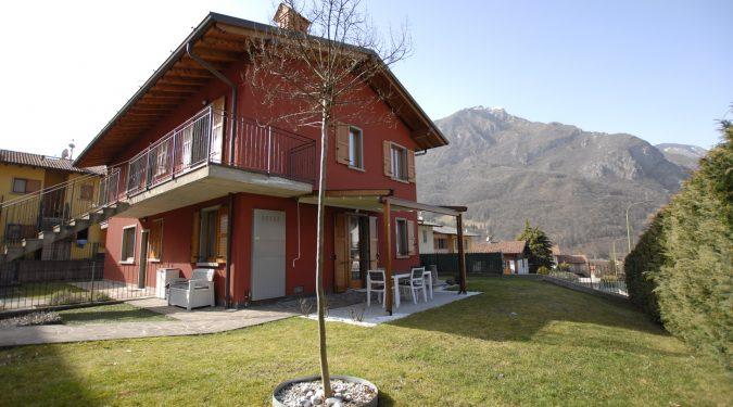 Evelin Sozzi Gestioni Immobiliari - Vendesi appartamento con giardino a Piario