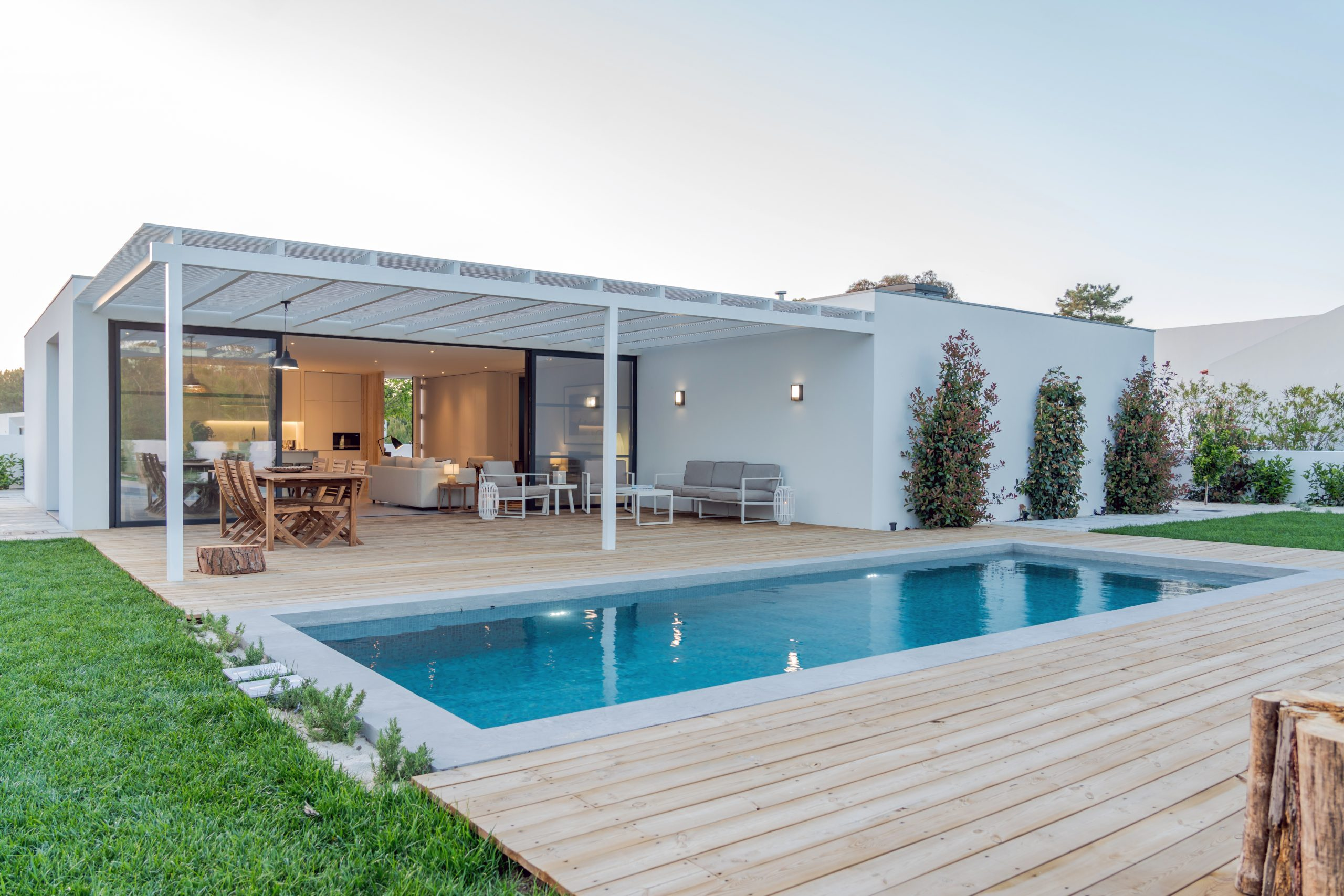 Modern,Villa,With,Pool,And,Deck,With,Interior